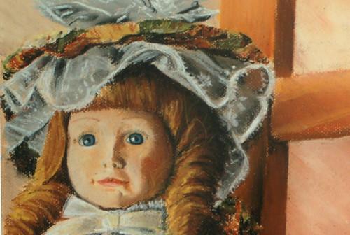 muñecas sobre una silla-detalle