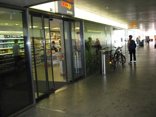 Bahnhof Biel, Durchgang R. Walser-Platz