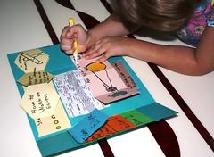 LAPBOOK ( libro fai da te che si ricava da una semplice cartella a tre lembi e qualche foglio di carta colorata) 3748270308_c1024174e0_m