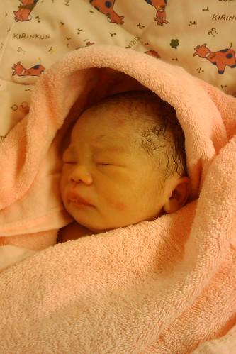 剛出生幾分鐘的 baby,是我的小恩恩 :)