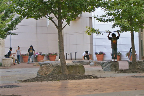 Skater Kids, Discovery Plaza