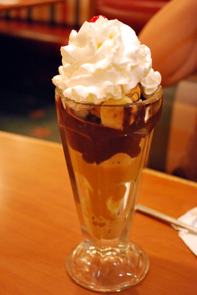 Friendlys Hot Fudge sundae