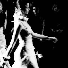 (.Maria.B.) Tags: madrid bw fashion 50mm moda desfile 5d canon5d mode cibeles catwalk sfilata eos5d blackwhitephotos balncoynegro analocking coco2020