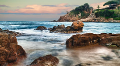 Tarde de rocas / An evening of rock (pepeplus2) Tags: sea espaa seascape beach water rock mar photo spain agua playa catalonia girona tamron costabrava roca mediterrneo blanes cokin  nikond5000 mygearandmepremium mygearandmebronze mygearandmesilver mygearandmegold mygearandmeplatinum mygearandmediamond pepeplus2 goldenawardlostcontperdidos 18200mmf3563diiixrnikon