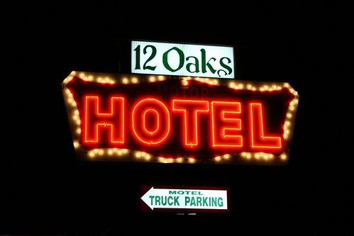 12 oaks motor hotel sign