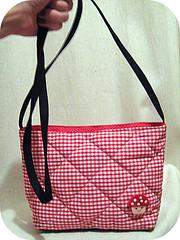 bolsa+broche (tati schmidt) Tags: mushroom bag craft sew bolsa cogumelo xadrez handemade tiracolo matelass tatischmidt