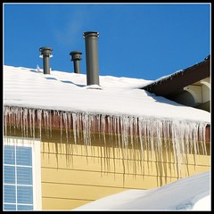 Decorated with Icicles - Denver, Colorado, USA (Batikart ... handicapped ... sorry for no comments) Tags: travel blue schnee roof winter shadow vacation sky usa white snow building nature architecture america canon geotagged interestingness colorado holidays december urlaub natur himmel f100 bluesky 2006 denver explore co architektur blau dezember amerika dach weiss schatten icicles blauerhimmel vacanze hause canonpowershot a610 schneesturm eiszapfen commercecity canonpowershota610 milehighcity 100faves i500 viewonblack holidayblizzard2006 batikart
