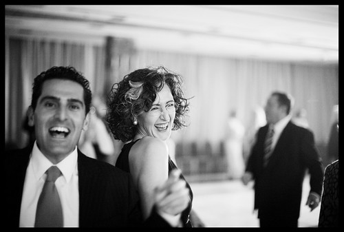 fotógrafo de boda madrid -  foreign wedding photographer (off camera) dances with guests - madrid november 2008