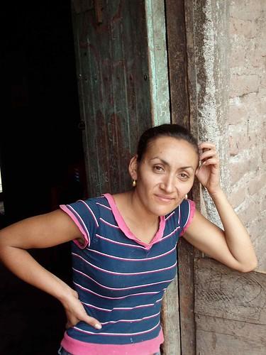 Mujer en la puerta - Woman in the door; El Tule, Estelí, Nicaragua