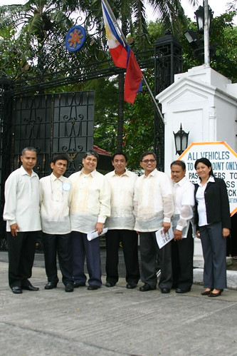Team GenSan pose in front of the Gate 1 of Malacanang Palace after the awarding rites.