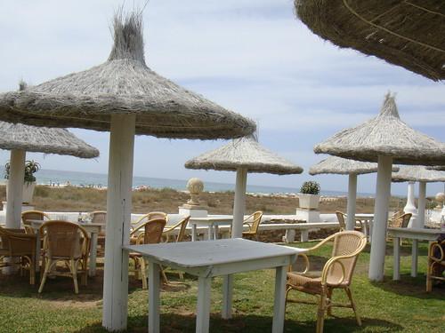 Terraza con la Playa El Palmar y el mar al fondo