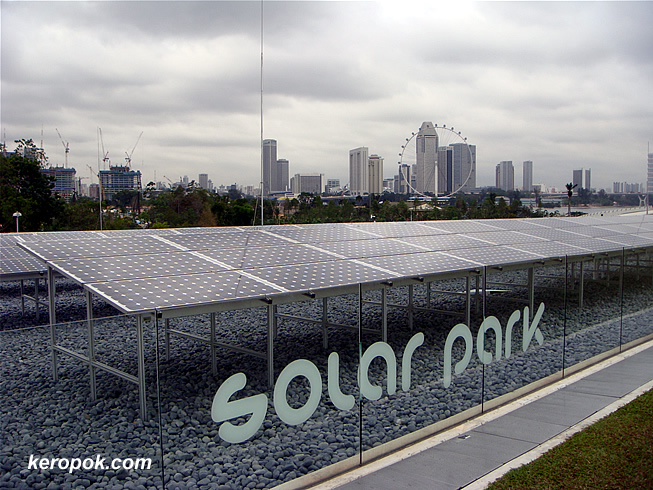 Solar park on top of the Marina Barrage