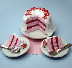 Miniature Pink and White Strawberry Cake (PetitPlat - Stephanie Kilgast) Tags: pink red rose cake fruit strawberry handmade strawberries polymerclay valentinesday dollhouse gateau erdbeere dollshouse fraises miniaturefood miniaturen oneinchscale petitplat