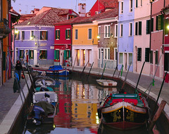 Evening in Burano. (daniele romagnoli) Tags: italien venice sunset italy colour colors reflections veneza evening canal italia colore lagoon fave 200 laguna 1001nights reflexions venise autunno venecia venezia riflessi venedig italie burano canale venedik notturno riflesso  veneto   venecija     italija  100faves  venetianlagoon lagunaveneta casecolorate    anawesomeshot colorphotoaward aplusphoto favemegroup3 bellitalia    colourartaward 100fave world100f flickrlovers  100commentgroup saariysqualitypictures romagnolidaniele 150fave