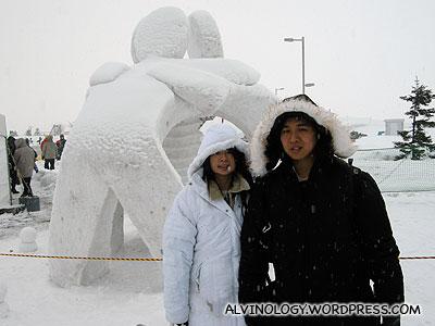 Sculpture promoting friendship