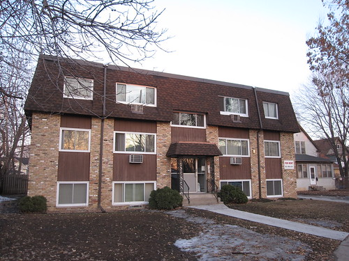 Apartment Building on Minnehaha Ave S