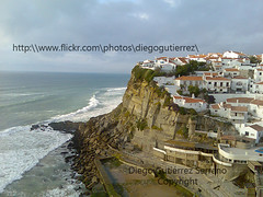 Azenhas do mar (Portugal)(42.000 visitas!!) (Diego Gutierrez Serrano) Tags: ocean travel sea panorama cliff costa praia beach portugal coast mar town photo spain rocks lisboa lisbon sintra pueblo diego playa olympus viajes vista amateur olas vacaciones holydays acantilado gettyimages oceano azenhasdomar azenhas sanjosdelarinconada diegogutierrez pueblocostero olympussp560uz worldtrekker