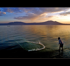 being in the moment (uteart) Tags: sunset mexico jalisco explore frontpage goldenhour ajijic chapala lagodechapala netfishing explorefrontpage utehagen uteart mountgarcia explore032509