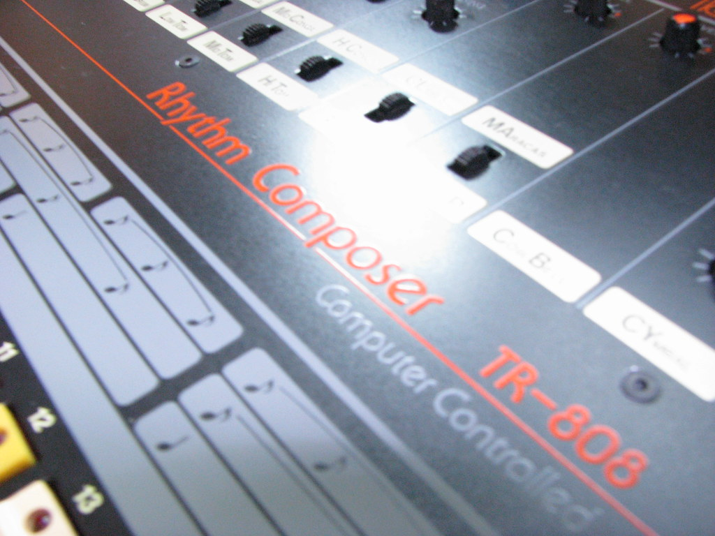 Roland TR808 cleaning surface from oxide