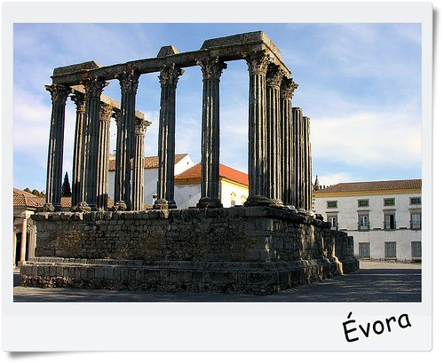 800px-Roman_temple,_Evora,_Alentejo,_Portugal,_28_September_2005