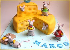 Dettaglio topini / Close-up Mice (Fantasticakes (Ccile)) Tags: yellow cheese mouse mice birthdaycake caketopper childrenparty cakeformen sugarmodelling chhesefondantcake cakeforboy