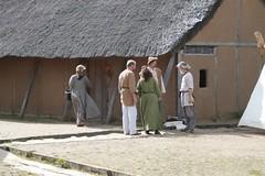 Wikingertheatergruppe Midgaard-Skalden bei der Besprechung Haithabu 09-07-2009