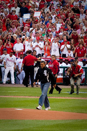 Obama steps up to the mound