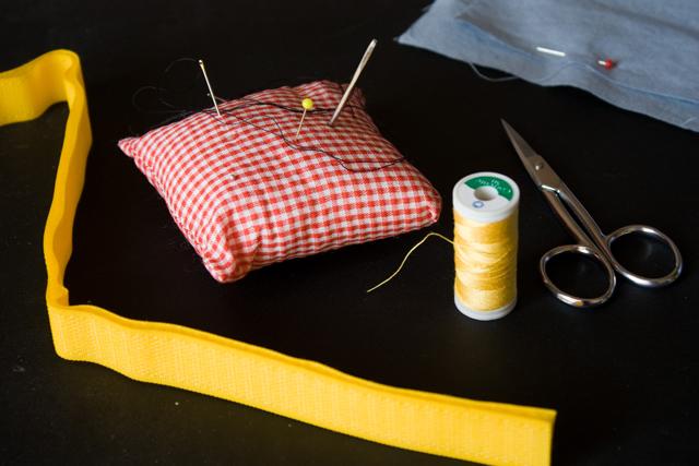 tecidos, linhas e agulhas