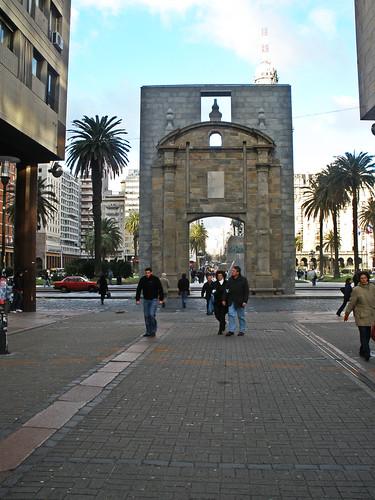 Puerta de la Ciudadela Foto Atribución Creative Commons / Flickr: seretide