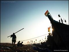 Versova Port Worker (AdreWine) Tags: india bombay bom mumbai fishmarket versovabeach