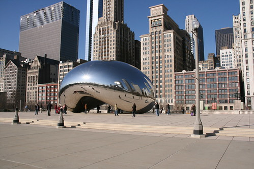 Jay Pritzker Pavilion (left) and Anish Kapoor's 'The Bean' (right) at Millennium Park