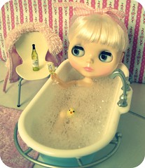 La la la..I'm drinking in the bath!