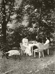 Dans le jardin de Verneuil. (Le Chteau d'Eau, Toulouse) Tags: famille jardin writer familyportrait novelist crivain xixcentury verneuil naturalism xixesicle zolaemile