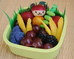 Pandapple snack bento for TinySprite (sherimiya ) Tags: cute yellow fruit lunch kid healthy toddler panda purple strawberries snack grapes cauliflower bento carrots edamame radish tot blackberries obento pandapple sherimiya