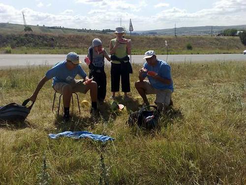Familia Filat mănâncă harbuz în drum spre Lăpuşna