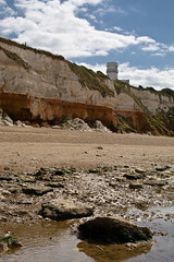 Old Hunstanton Lighthouse (Darrellh2000) Tags: cliff lighthouse canon fossil cliffs limestone stratified hunstanton oldhunstanton whitechalk redchalk eos400d uppercretaceous lowercretaceous