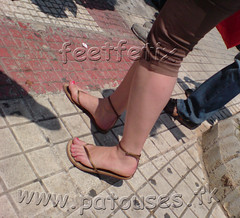 candid female feet toes arches in thong sandals () Tags: feet female toes sandals arches pies ps pedicure pied pieds soles  piedi saal toenails solas ftter fdder voeten peus ayak podolatria podia  sols  jalat nohy sandali femalefeet prsty sohlen semelles candidfeet stopala suole  patouses fse chodidla chodidlo podolagneia   podevemi  thongsandals