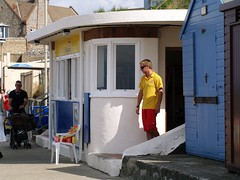 Norfolk, lifeguard station (FrMark) Tags: building art architecture century seaside britain lifeguard moderne gb british c20 curved deco 20th rnli twentieth flatroof