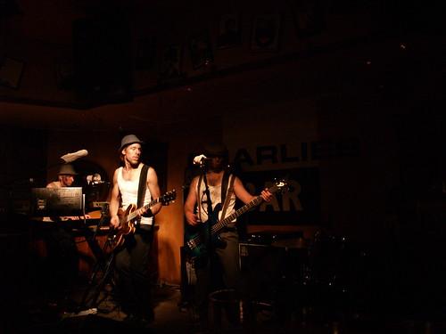 09. Vaiping in Charlies Bar