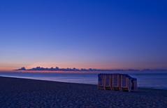 Pre-albada 2 (Luthien32) Tags: alba playa amanecer blau platja calella hamacas hamaques azulalbadacalella