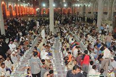 تقيم العتبة الحسينية المقدسة وجبة افطار لزوار الإمام الحسين علیه السلام