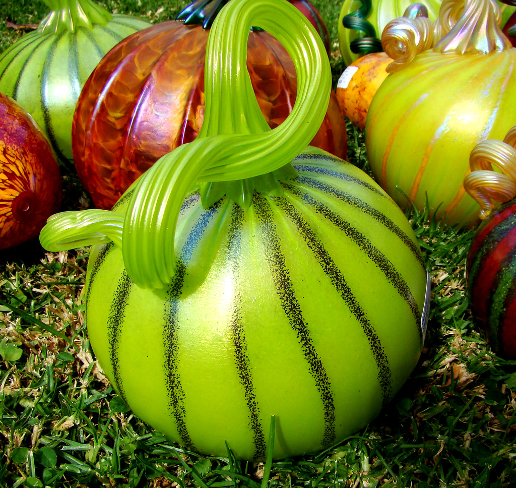 DSC02407 Pearlescent Green Glass Pumpkin