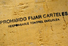 Prohibido el que lo lea (darkside_1) Tags: madrid españa aviso prohibido pintada cartel mibarrio lavapies embajadores lold tontoelquelolea sergiozurinaga bydarkside darkside1