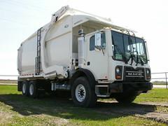 2010 Mack Terra Pro/New Way Mammoth Front Loader (westcoaststeel) Tags: new classic truck way garbage front mammoth pete pro scranton refuse loader terra mack 2010 320 mfg mru