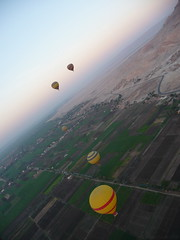 Hot Air Balloons over the Valley of the Kings, Luxor, Egypt (Simon Purdy) Tags: sunrise egypt fields hotairballoon luxor valleyofthekings
