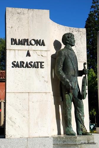 Monumento a Pablo Sarasate situada en el parque de la Media Luna.