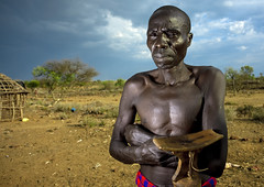 Pokhot man holding a headrest - Kenya (Eric Lafforgue) Tags: africa wood portrait people man face village kenya african seat chief culture tribal pillow human tribes afrika remote tradition tribe ethnic tabouret bois tribo homme gens visage afrique ethnology tribu eastafrica headrest pokot qunia 7424 lafforgue ethnie  qunia    kea   phokot appuienuque  humainpersonne a