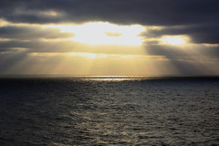 Sunset in the Atlantic Ocean (isa_per) Tags: ocean light sunset sea atlantic oceano atlntico pordodol