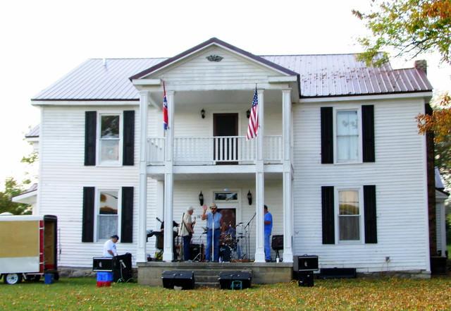 Auburntown, TN Porch entertainment
