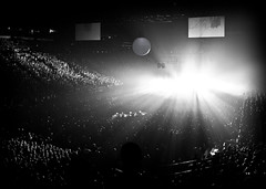 Lights will guide you home (Lidia Camacho) Tags: blackandwhite bw music paris france lights luces concert tour coldplay stadium live stage concierto crowd indoor arena explore pointandshoot rays bercy popb chrismartin willchampion guyberryman jonnybuckland vivalavida palaisomnisportsdeparisbercy copyrightedallrightsreserved